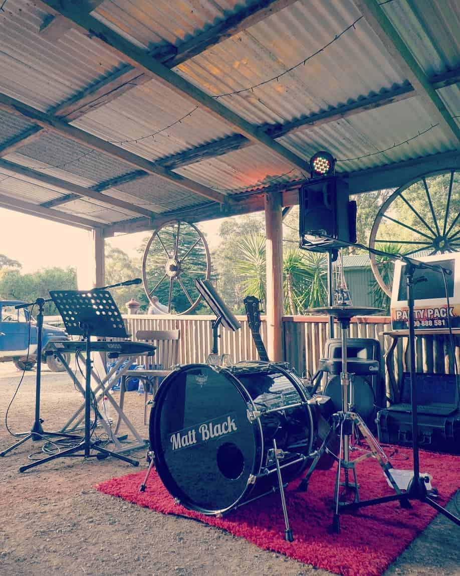 backyard wedding acoustic duo melbourne hire band