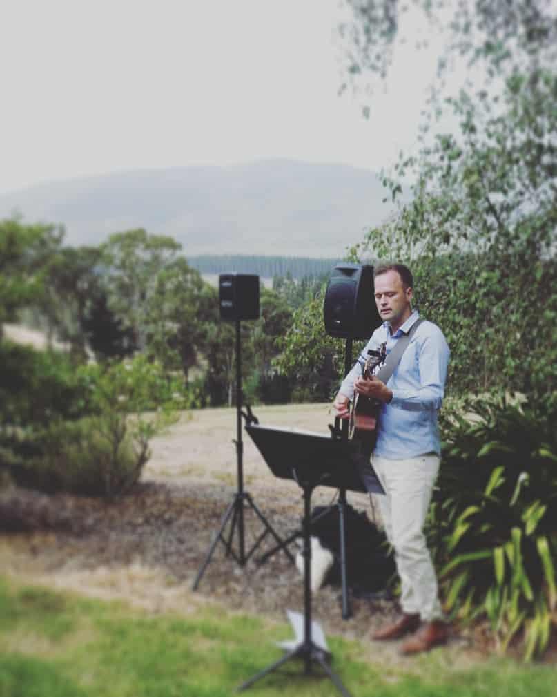 macedon hotel and spa wedding ceremony venue singer guitarist